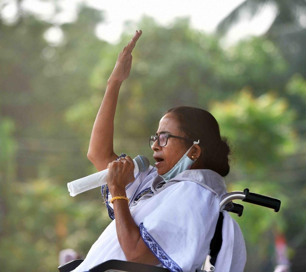 Bengal Chunav 2021: ममता ने शीतलकुची फायरिंग में शाह पर साधा निशाना, कहा- अमित शाह कर रहे हैं हिंदू- मुस्लिम की राजनीति