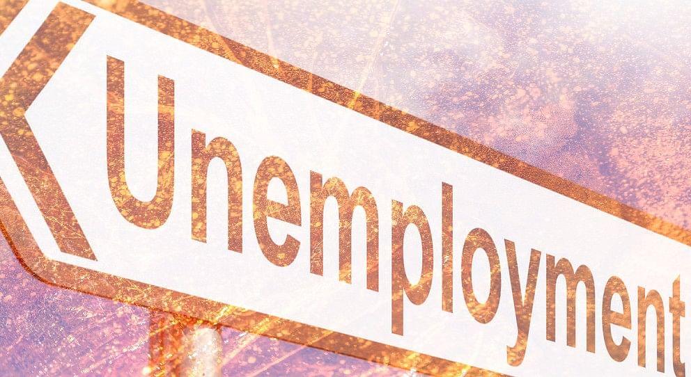 चिंताजनक बेरोजगारी दर