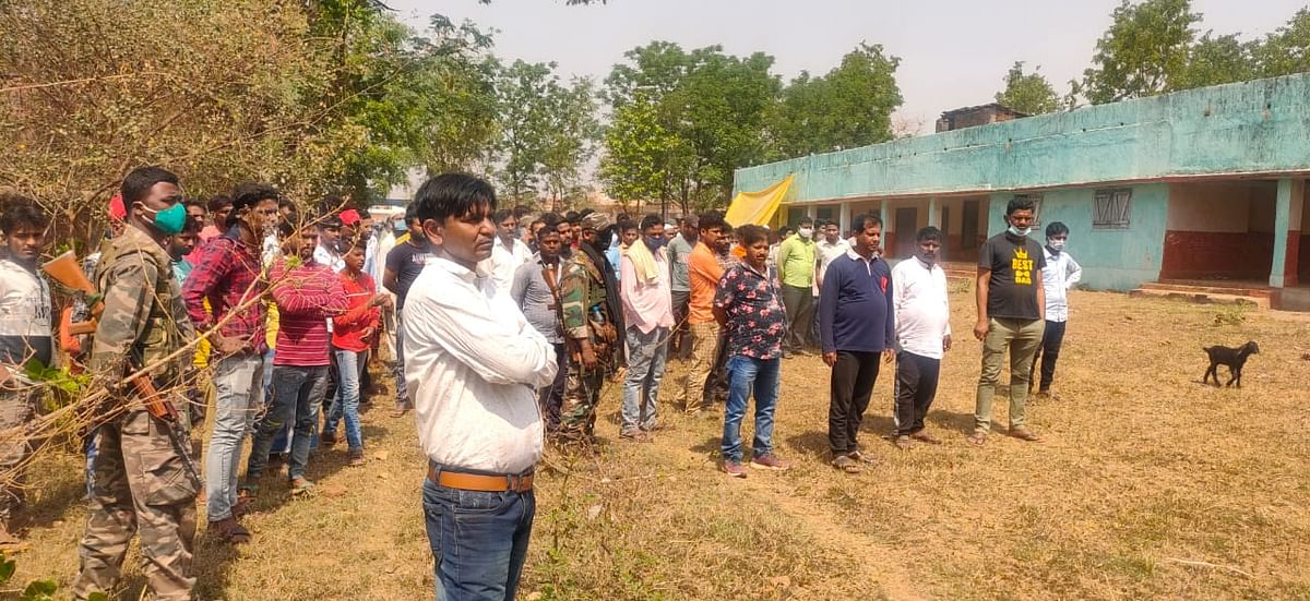 रांची के इटकी में पत्थर से कूचकर युवक की हत्या, रांची-लोहरदगा रेलवे ट्रैक पर मिला लोहरदगा के युवक का शव, जांच में जुटी पुलिस