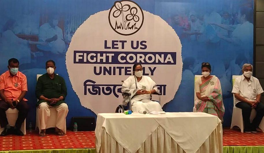 UP, गुजरात को वैक्सीन और ऑक्सीजन सिलिंडर देने में तरजीह, ममता का केंद्र पर कोरोना संकट में भेदभाव का आरोप