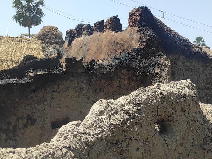 बिहार के बांका जिले के एक घर में लगी आग, अंदर सो रहे तीन मासूम बच्चे जिंदा जले
