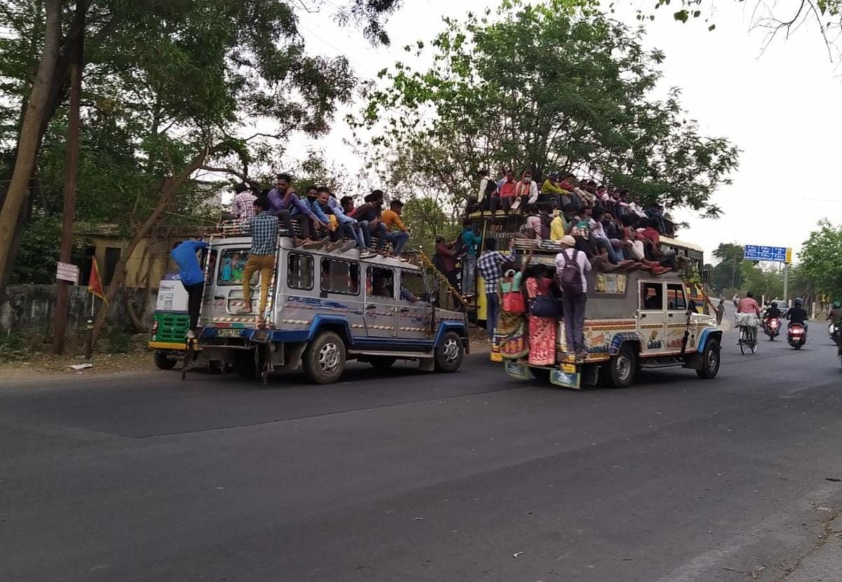 Coronavirus In Jharkhand : कोरोना का कहर और सड़क हादसे की आशंका के बीच वाहनों में ऐसे सफर कर रहे मजदूर, कोरोना गाइडलाइन की उड़ रहीं धज्जियां, बेपरवाह प्रशासन