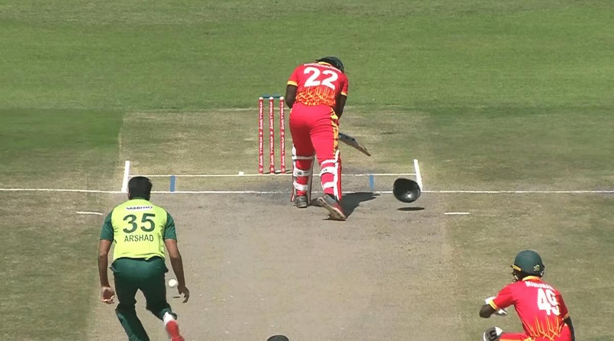 ZIM vs PAK: पाकिस्तानी गेंदबाज ने फेंकी ऐसी गेंद की दो हिस्सों में बंटा बल्लेबाज का हेलमेट, VIDEO में देखें वो खतरनाक बाउंसर