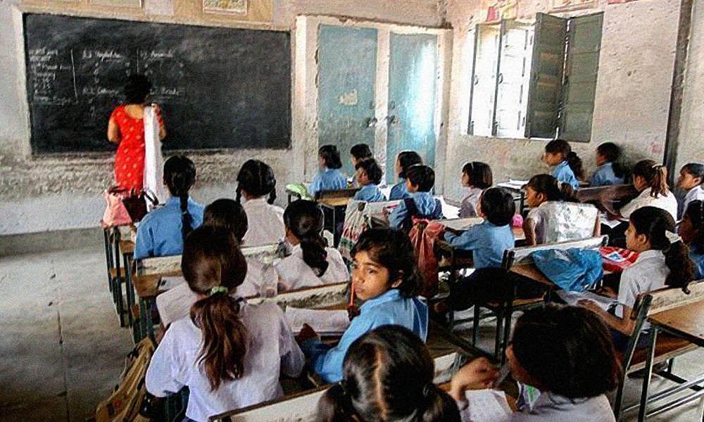 Coronavirus in Bihar: बिहार में सभी स्कूल-कॉलेज बंद लेकिन शिक्षकों और कर्मियों को करनी होगी ड्यूटी, नीतीश सरकार का नया आदेश जानिए