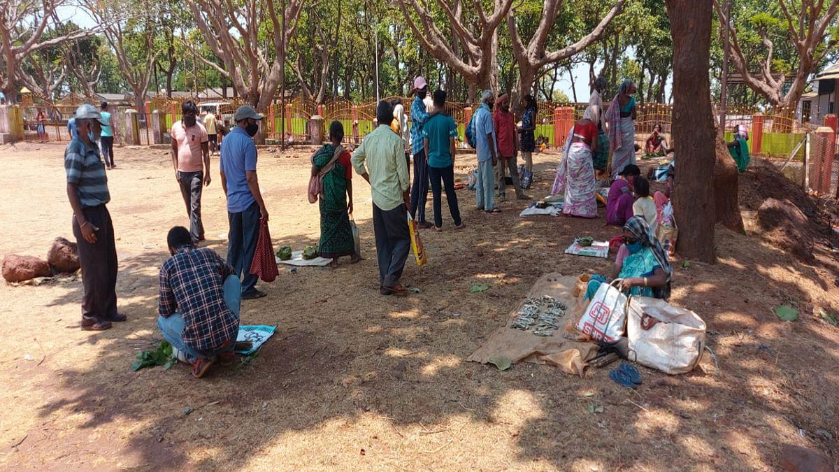 Jharkhand news : किरीबुरु में लगने वाले साप्ताहिक मंगलाहाट को बदलकर मेघाहातुबुरु के CISF मैदान में किया गया.