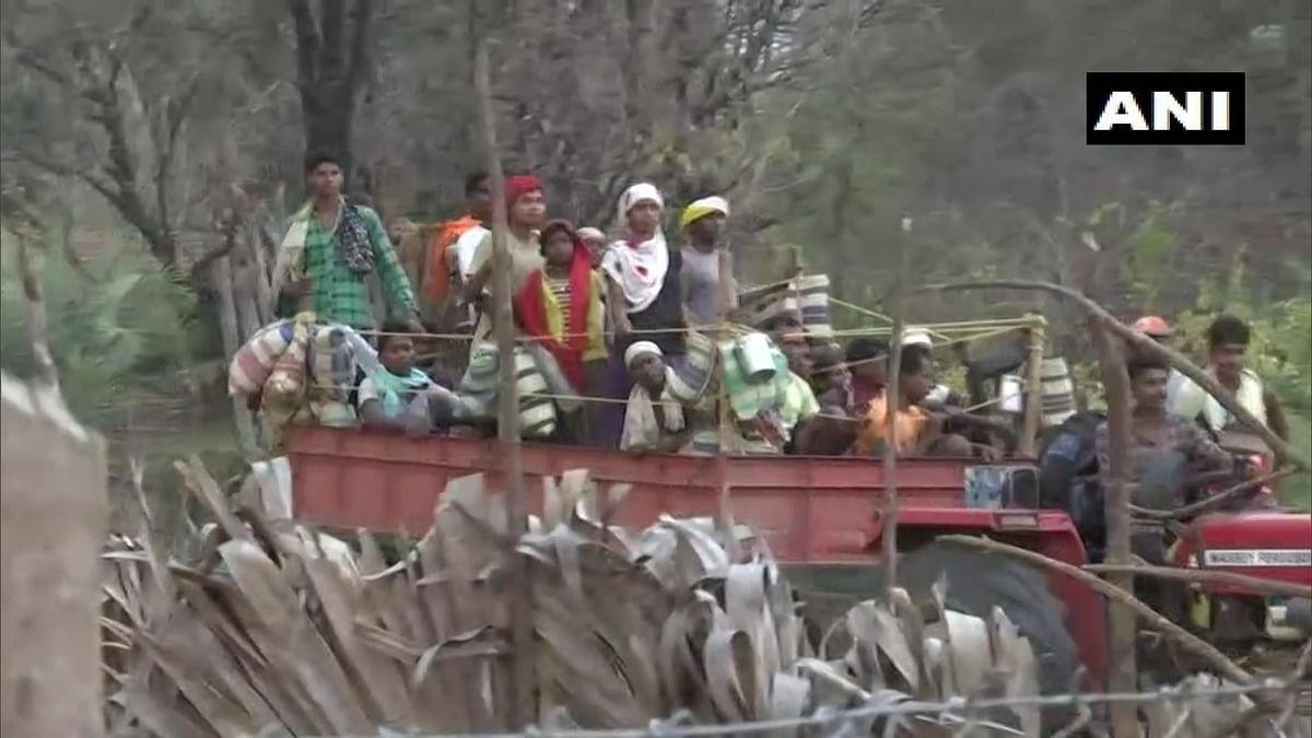 Naxal Attack in Chhattisgarh : नक्सल मुठभेड़ के बाद दहशत में है पूरा गांव, जान के डर से घर छोड़ रहे हैं लोग