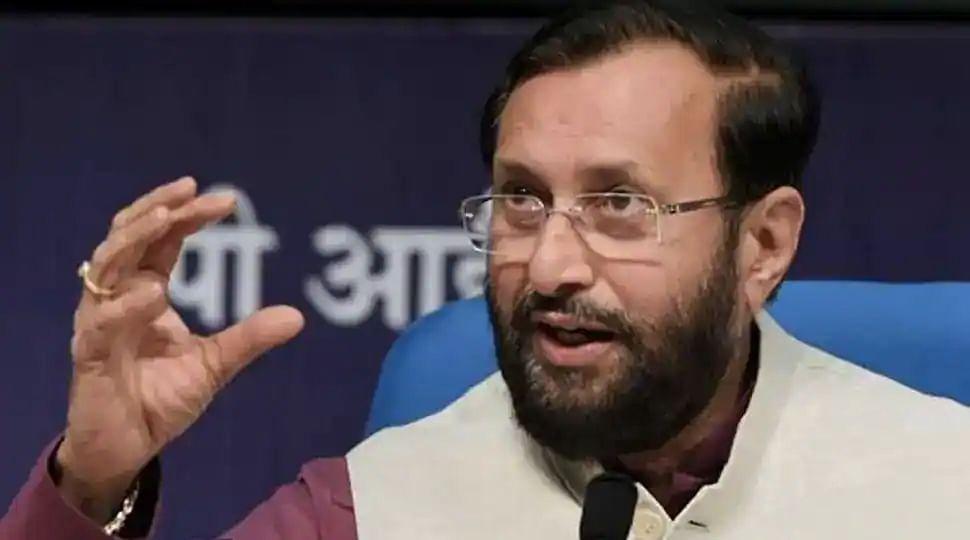 Bengal Chunav 2021: बोयाल बूथ पर ममता बनर्जी के धरने के खिलाफ EC गयी BJP, प्रकाश जावड़ेकर ने लगाया यह आरोप
