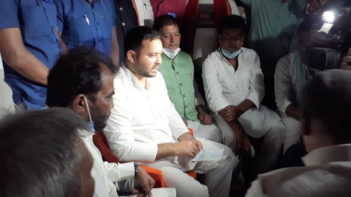 Madhubani Hatyakand: मधुबनी हत्याकांड में पीड़ित परिजनों से मिले Tejashwi yadav, कहा- बिहार में सुशासन नहीं, चल रहा राक्षस राज