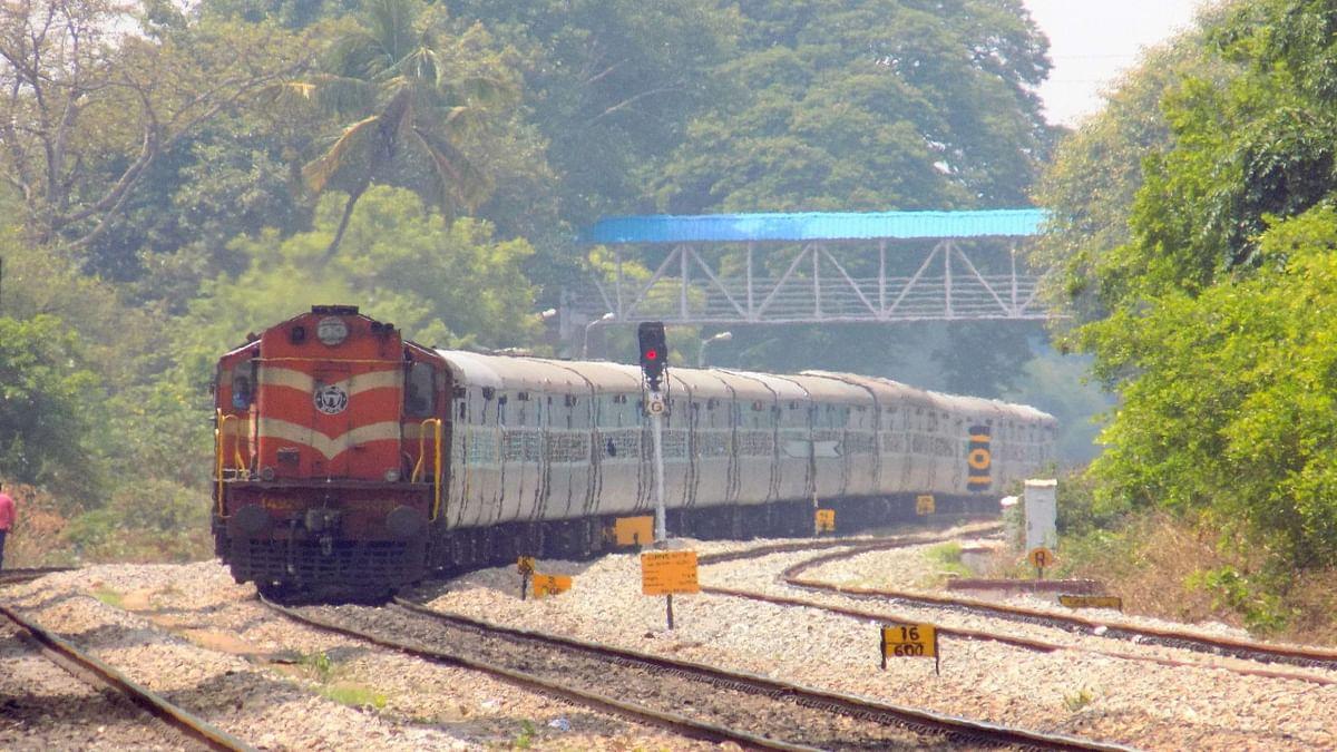 Bihar Train News: भागलपुर-आनंद विहार के लिए मिली समर स्पेशल ट्रेनें, गरीब रथ का परिचालन भी हुआ शुरू, दिखेगा ये बदलाव...