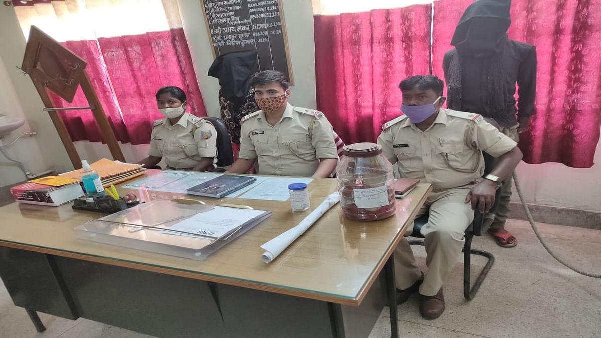 Jharkhand Crime News : लातेहार के मनिका में जमीन विवाद मामले में प्रेमी- प्रेमिका ने नाबालिग की हत्या की, दोनों आरोपी गिरफ्तार