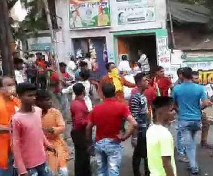 Bengal Election 2021: बर्दवान में दिलीप घोष के रोड शो पर पथराव, TMC ऑफिस में तोड़फोड़, कई कार्यकर्ता घायल