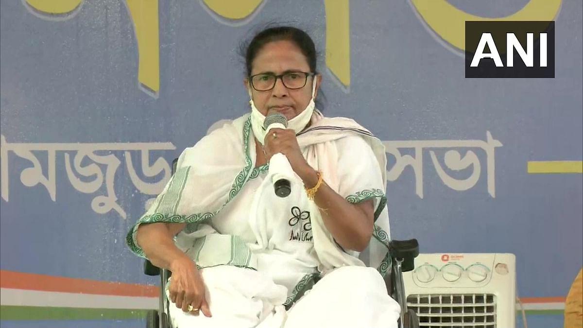 EC के नोटिस पर ममता का आयोग से सवाल,  'PM Modi के खिलाफ कितनी शिकायतें दर्ज की गयी हैं'
