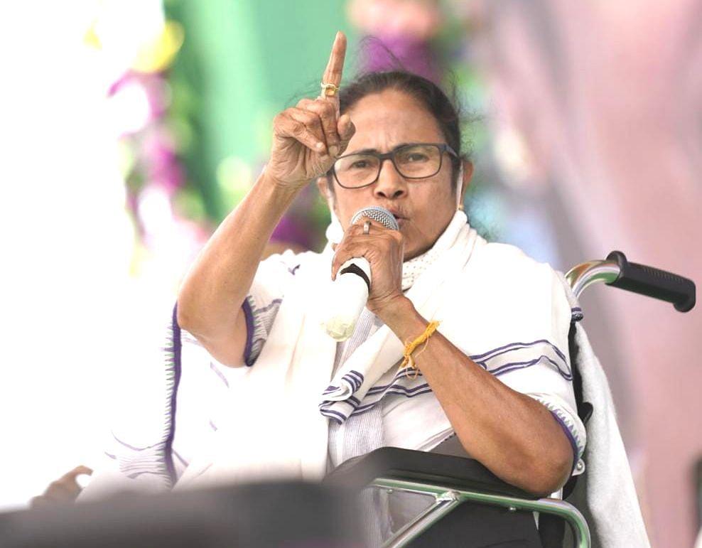 Bengal Election 2021: PM Modi के जीत के दावे पर ममता बनर्जी का पलटवार, कहा- ये दिल्ली का लड्डू नहीं, बंगाल का वोट है
