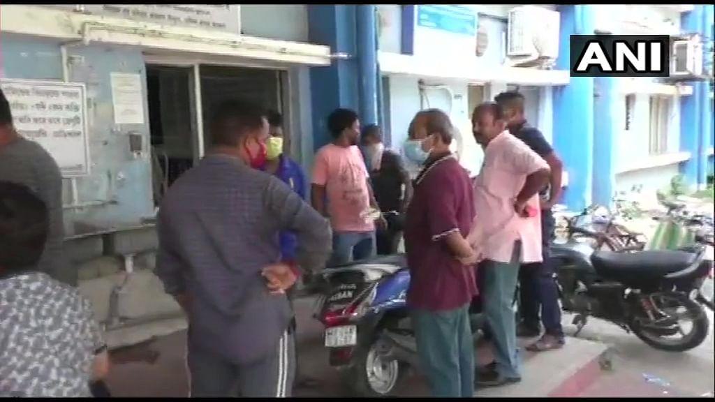 उत्तर 24 परगना के कमरहट्टी में बीजेपी के पोलिंग एजेंट की मौत, चुनाव आयोग ने मांगी रिपोर्ट