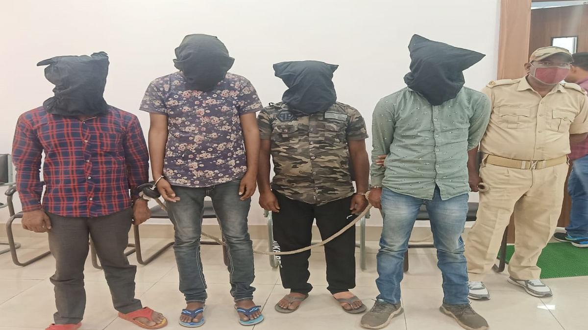 Jharkhand Crime News : लूटपाट की योजना बनाते 4 आरोपी रामगढ़ के गोला से गिरफ्तार, रांची से जुड़े हैं तार
