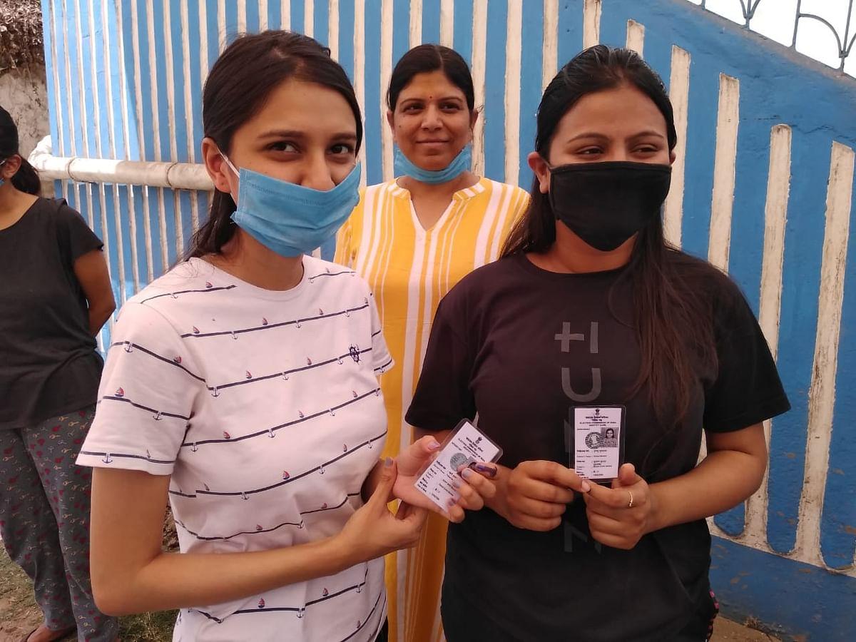 WB Election second Phase: डेबरा में धरने पर बैठी भाजपा उम्मीदवार भारती घोष, बीजेपी कार्यकर्ता गिरफ्तार