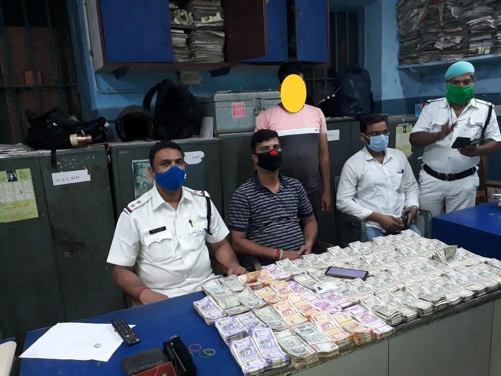 कोलकाता में चुनाव से पहले 33.87 लाख रुपये जब्त, एक को पुलिस ने किया गिरफ्तार