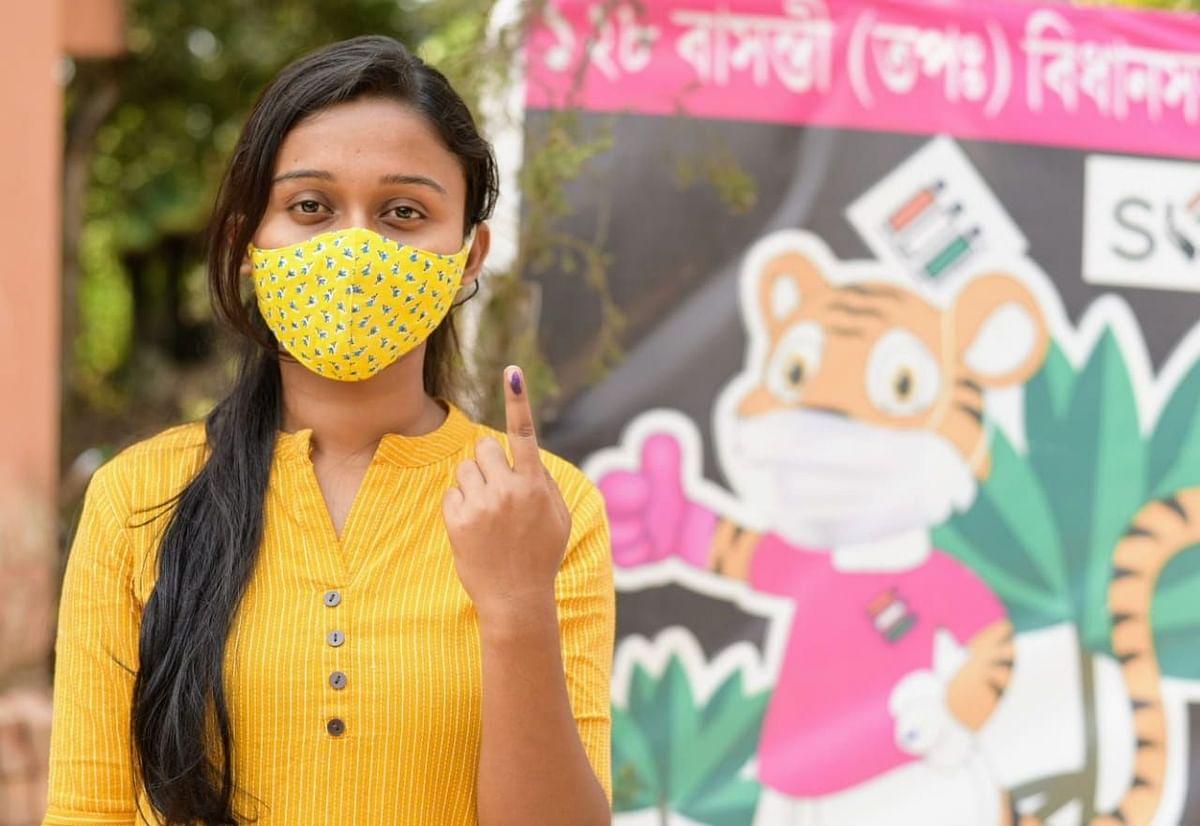 बंगाल चुनाव... तीसरा चरण... वोटर्स में उत्साह और EYE Catching तसवीरें