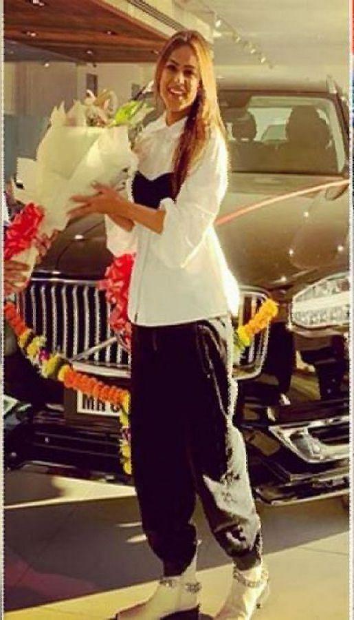रश्मि देसाई से लेकर निया शर्मा तक, जानें कौन टीवी सेलेब है किस कार का शौकीन?