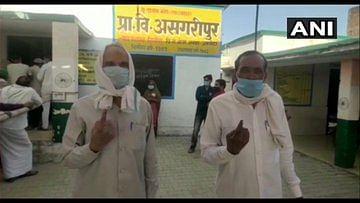 UP Panchayat Election : कोरोना काल में  दूसरे चरण के लिए 20 जिलों में मतदान जारी, ग्राम पंचायत पढ़ुआ में हंगामा