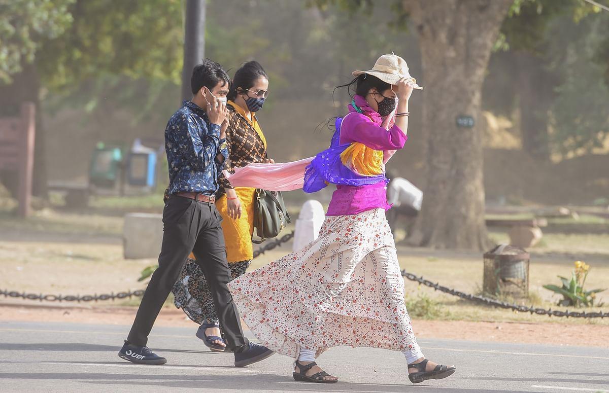 Bengal Weather Forecast: भीषण  गर्मी से परेशान लोग, पेय पदार्थों और सनग्लास की डिमांड बढ़ी