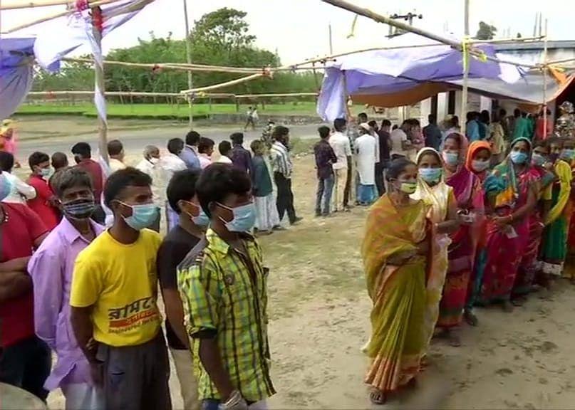 उत्तर 24 परगना में TMC-BJP कार्यकर्ताओं के बीच मारपीट, बमबाजी में एक घायल, CRPF पर फायरिंग का आरोप