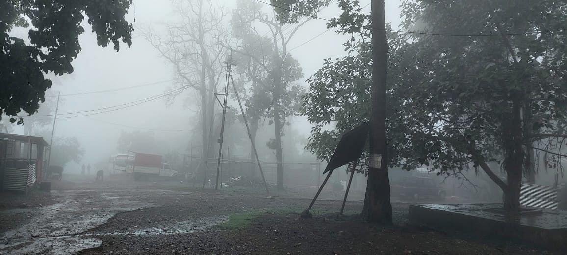 झारखंड के पश्चिमी सिंहभूम में मूसलाधार बारिश, चल रही हैं तेज हवाएं, रांची समेत इन जिलों में बारिश के साथ वज्रपात की आशंका