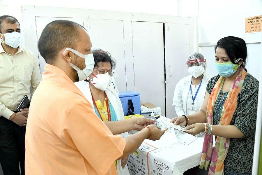 UP सरकार 18+ के लोगों को फ्री में लगायेगी कोरोना वैक्सीन, योगी आदित्यनाथ ने किया ऐलान