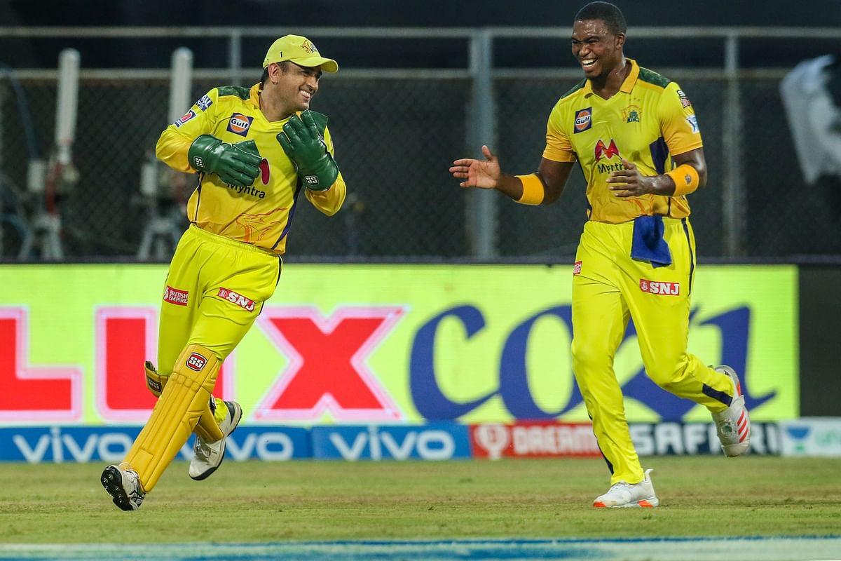 IPL स्थगित होने के बाद भी रांची नहीं लौटे धौनी, अपने फैसले से फिर जीता सबका दिल