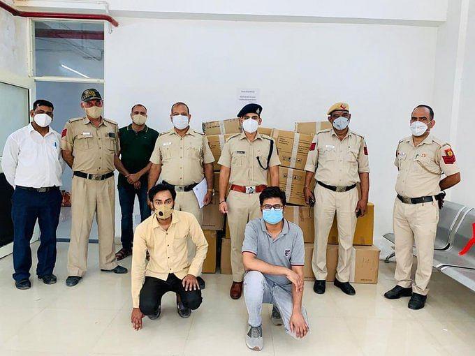 दिल्ली पुलिस ने खान चाचा रेस्टोरेंट से जब्त किये 96 ऑक्सीजन कंसंट्रेटर, कल और आज मिलाकर 500 से ज्यादा हुए बरामद