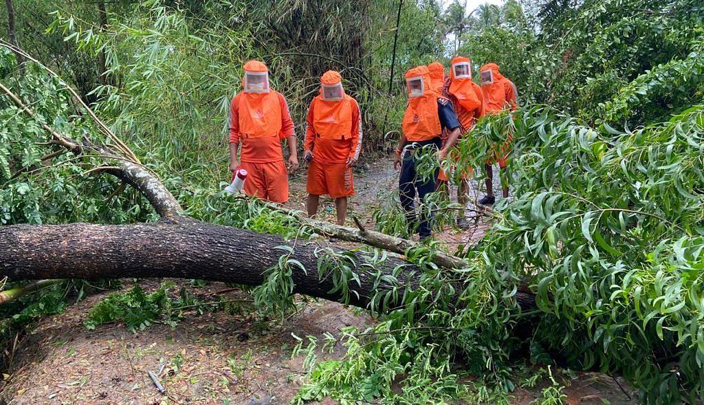 बंगाल के इन दो जिलों में बरपा Cyclone Yaas का कहर, रिहायशी इलाके जलमग्न, काम पर NDRF