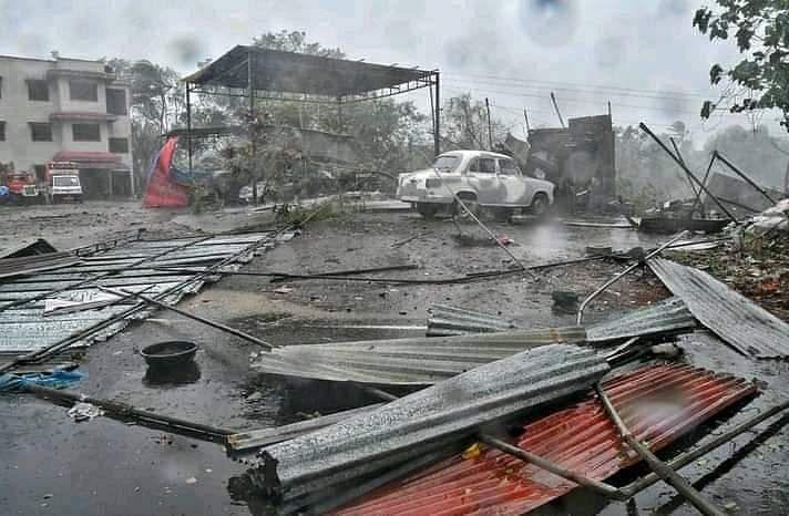 ताऊ ते तूफान ने बरपाया कहर, मुंबई से 175 किमी दूर डूबा भारतीय जहाज, 130 लापता
