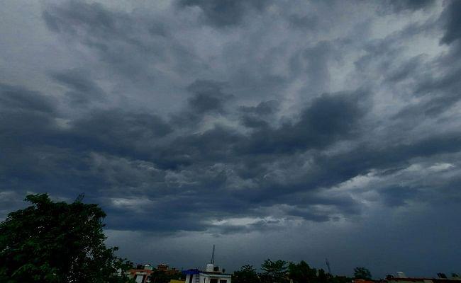 Bihar Weather Alert: बिहार में फिर बदलेगा मौसम का मिजाज, बारिश और ठनके को लेकर अलर्ट जारी, जानें वेदर अपडेट