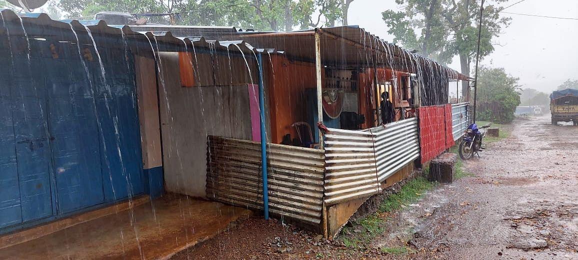 किरीबुरू में मूसलाधार बारिश