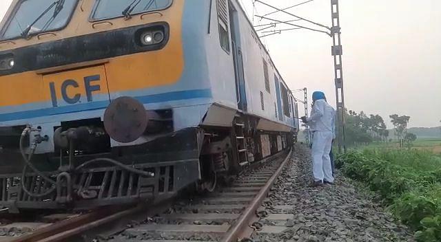कटिहार डिवीजन के हरिश्चंद्रपुर स्टेशन के पास पटरी से उतरी पैसेंजर ट्रेन, हादसे में सारे यात्री सुरक्षित