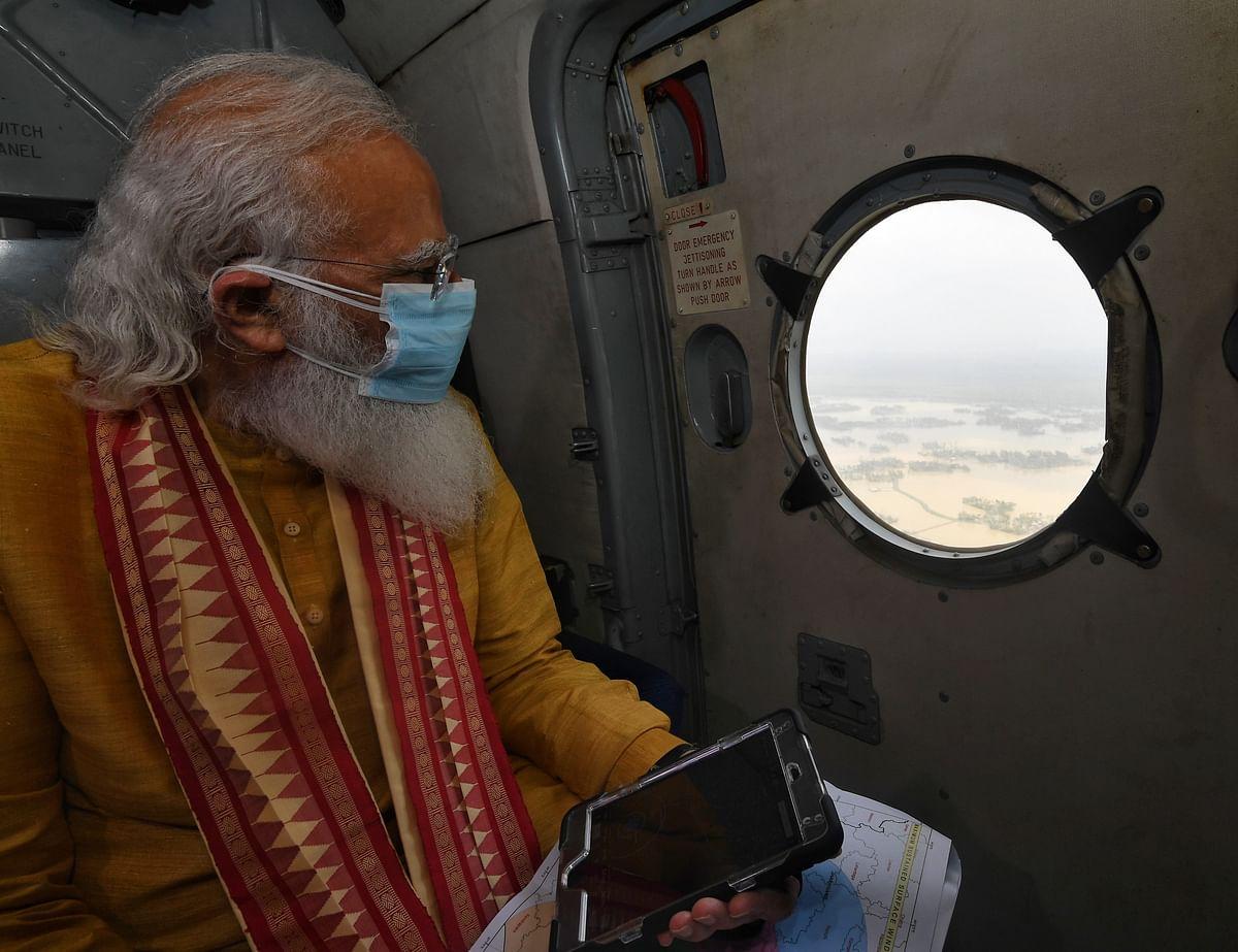 बंगाल में चक्रवात प्रभावित इलाकों का हवाई सर्वे करते पीएम मोदी
