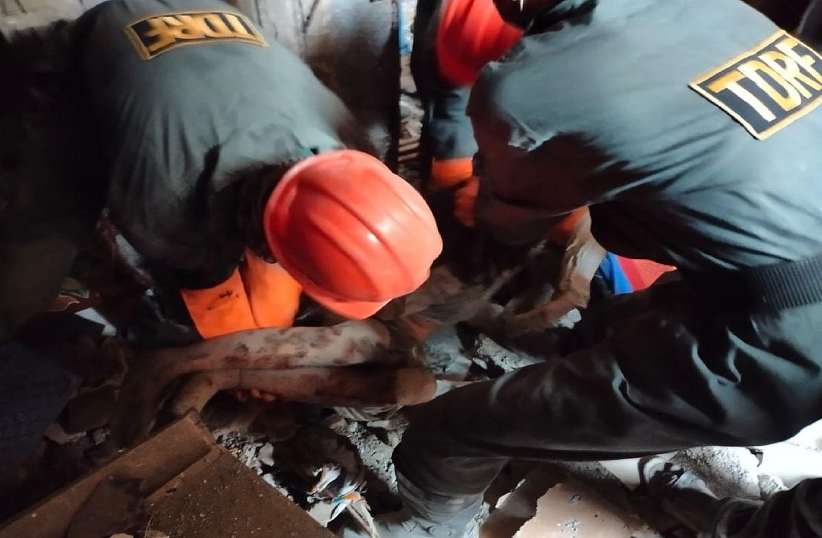 महाराष्ट्र में इमारत का छज्जा गिरने से 12 साल के बच्चे सहित 4 लोगों की मौत, एक लापता