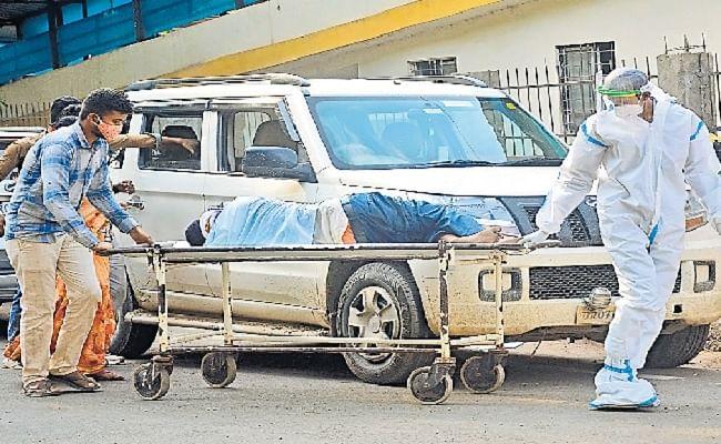 Patna Corona News: दो घंटे तक किया बेड का इंतजार, पटना के IGIMS अस्पताल में बेटे के हाथों में पिता ने तोड़ा दम