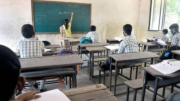 Corona काल में प्रिंसिपल ने जुटाए 40 लाख रुपये, 200 छात्रों की भरी फीस