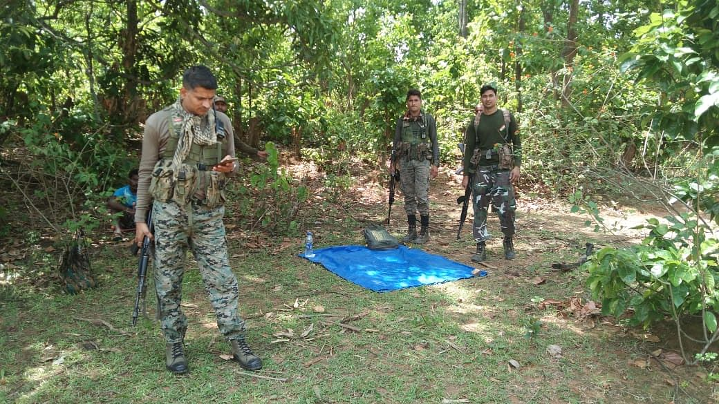 Jharkhand Naxal News : झारखंड के गुमला में पुलिस-माओवादियों के बीच मुठभेड़, एक नक्सली ढेर, सर्च अभियान जारी