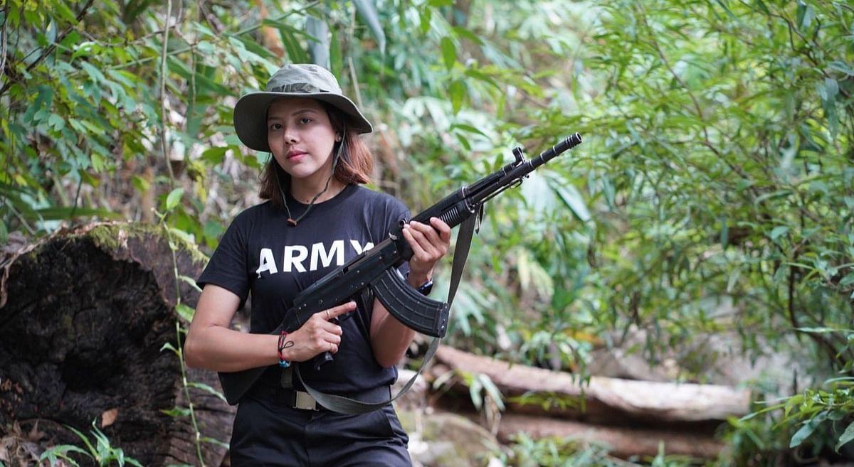 म्यांमार की ब्यूटी क्वीन तार तेत के हाथ में AK-47, सोशल मीडिया पर फोटोज वायरल, वजह है बेहद खास