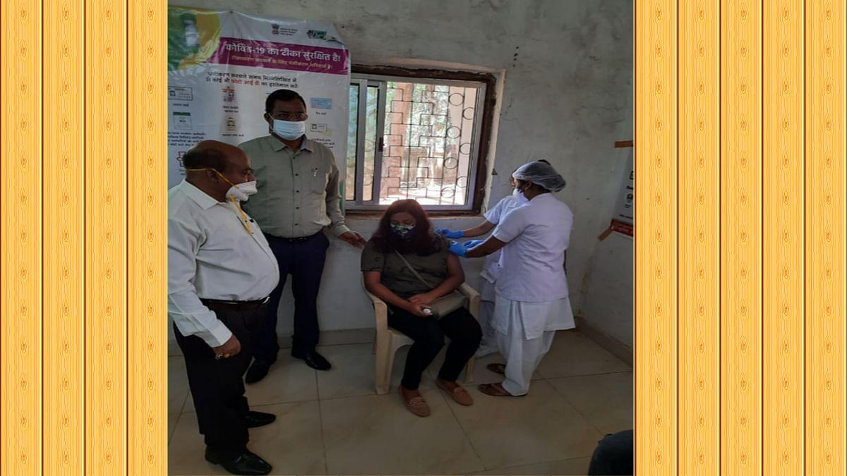 Corona Vaccination in Jharkhand : 18 प्लस टीकाकरण अभियान की लोहरदगा में हुई शुरुआत, डीसी बोले- खुद लें टीका और दूसरों को भी करें प्रेरित