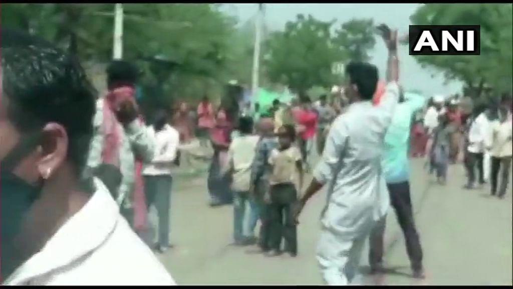 ग्रामीणों को थी ये अफवाह, कर दिया वैक्सीनेशन टीम पर हमला, पुलिस ने दो को किया गिरफ्तार, जानिए पूरा मामला