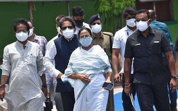 यास चक्रवात प्रभावित इलाकों में ममता बनर्जी का हवाई सर्वे, BJP ने नंदीग्राम को याद दिलाकर कसा तंज