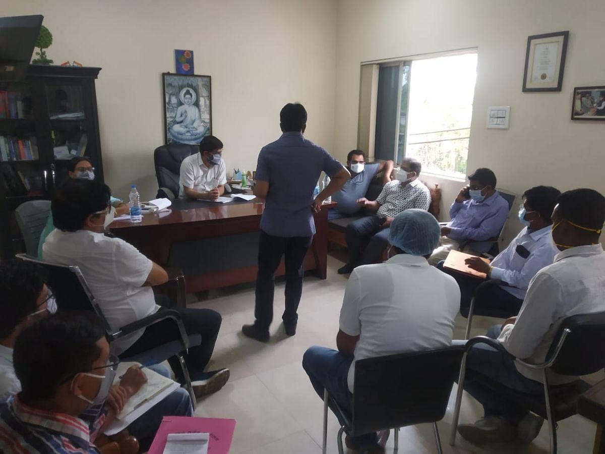 Coronavirus In Jharkhand : 111 सेव लाइफ अस्पताल पहुंची सरायकेला खरसावां प्रशासन की आठ सदस्यीय टीम, इलाज व दवा की अधिक कीमत लेने का आरोप
