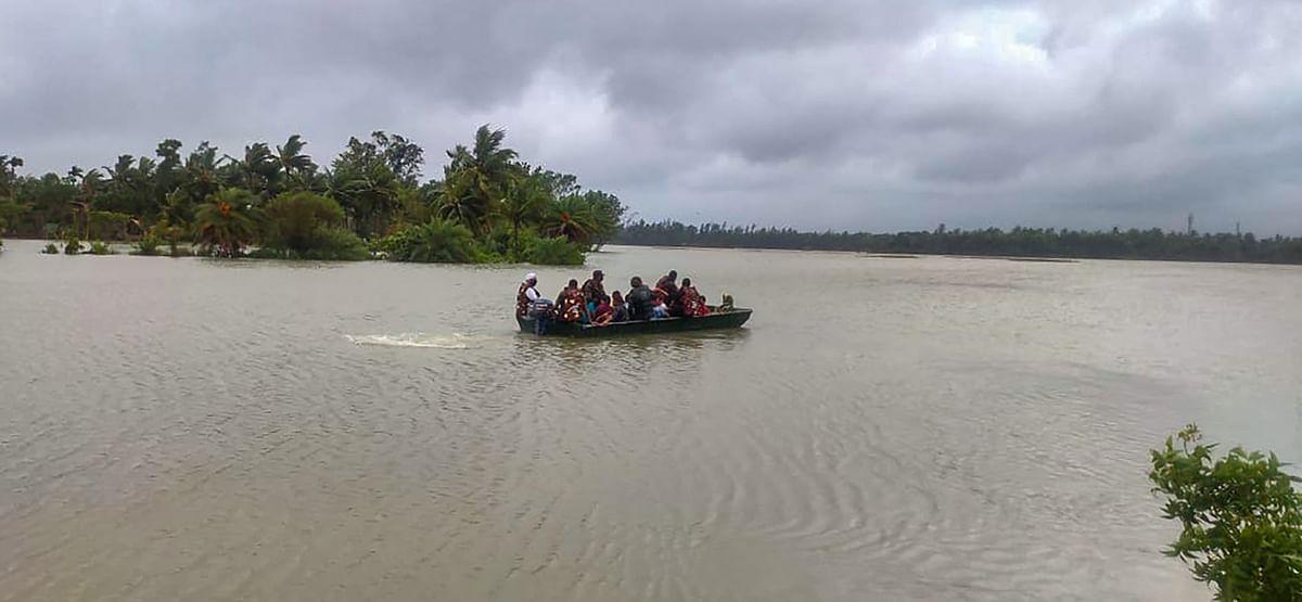 एनडीआरएफ की टीम ने लोगों को सुरक्षित जगह पहुंचाया