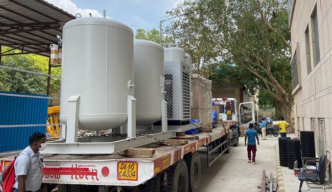 राष्ट्रीय राजधानी के दो अस्पतालों में ऑक्सीजन प्लांट के लिए पहुंचा उपकरण, दिल्ली एनसीआर में पांच ऑक्सीजन प्लांट लगा रहा DRDO