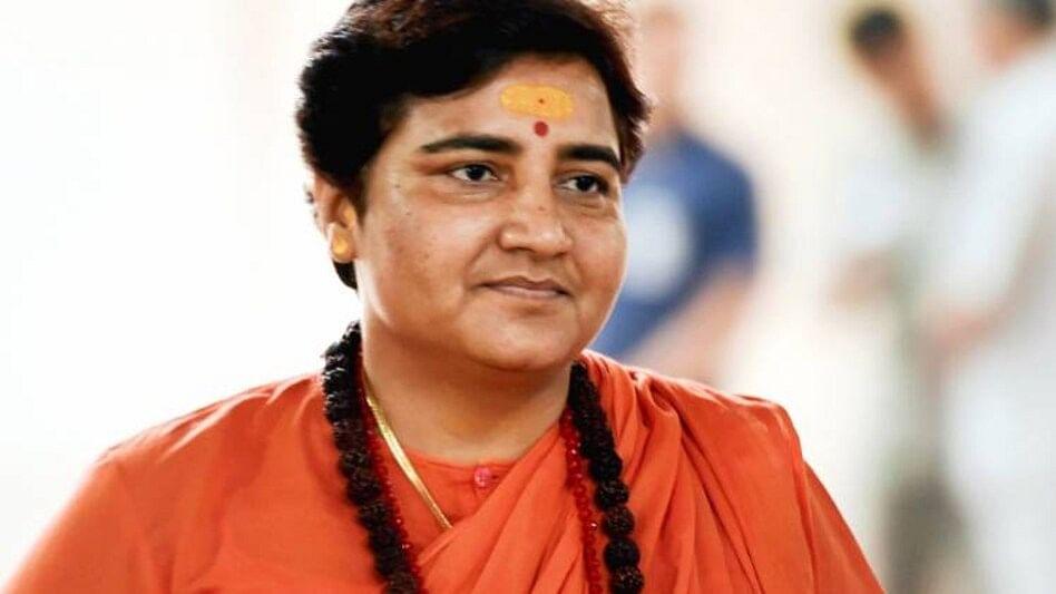 भाजपा सांसद प्रज्ञा ठाकुर का दावा, रोज गोमूत्र का सेवन करती हूं, इसलिए नहीं हुआ कोरोना, विशेषज्ञों ने नकारा