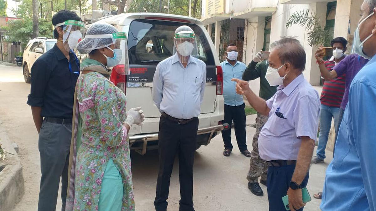 Coronavirus in Jharkhand : हजारीबाग में जल्द लगेगा ऑक्सीजन प्लांट, विधायक अंबा प्रसाद ने मरीज के परिजनों से जाना उनका हाल