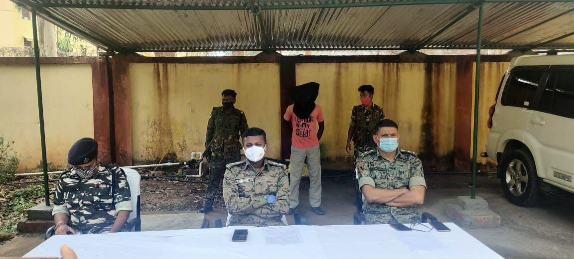 Jharkhand Naxal News : झारखंड के गुमला से गिरफ्तार हुआ एक लाख का इनामी भाकपा माओवादी एरिया कमांडर माधव भगत
